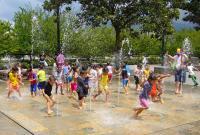 """Funkcjonowanie fontann, instalacji wodnych typu """"dry-plaza"""" i podobnych oraz tężni ulicznych w trakcie epidemii"""